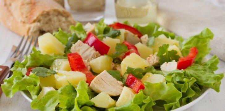 Sočios vištienos salotos su daržovėmis