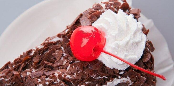 Šokolado ir varškės pyragas su vyšniomis