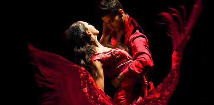 """""""Romeo ir Džiuljetos"""" pjesės interpretacija, atliekama CMDANZA šokėjų ir muzikantų iš Ispanijos"""