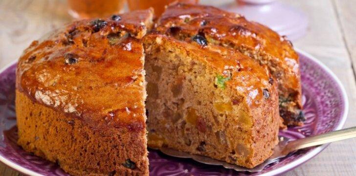 Šventinis džiovintų vaisių ir riešutų pyragas