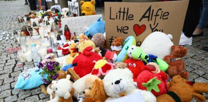 Mirė mažylis, kurio tėvai kovojo dėl teisės jį gydyti toliau