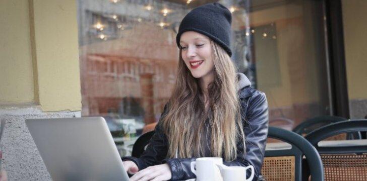 Meilė internetu: kaip jį sužavėti net jei bijai bendrauti?