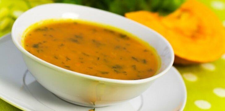 Moliūgų sriuba su daržovėmis ir brinza