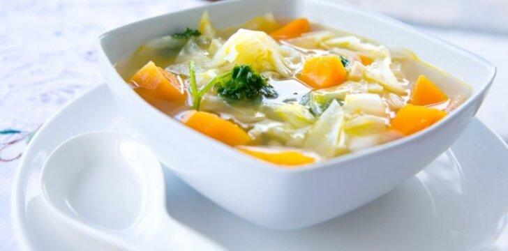 Šviežių kopūstų sriuba lieknėjantiems
