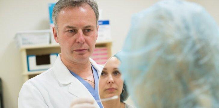 Dvigubas smūgis raukšlėms: plastikos chirurgas pristatė naują ginklą ir įvardijo, kaip neprašauti pro šalį