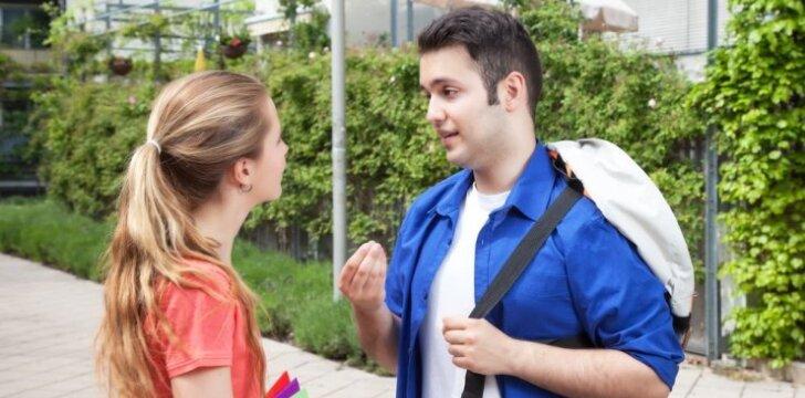 """<span style=""""color: #ff0000;"""">Eksperimentas:</span> kaip 200 gatvėje sutiktų moterų sureagavo į pasiūlymą pasimylėti VIDEO"""