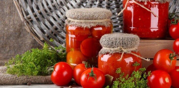 Su burokėliais konservuoti pomidorai
