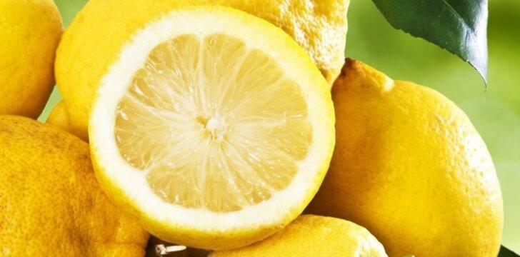 15 būdų, kaip valyti namus su citrina