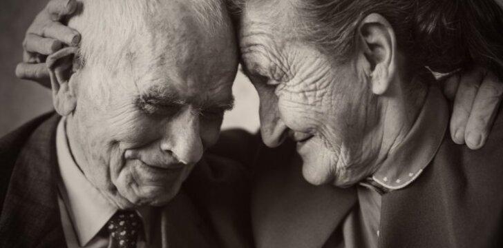 """<span style=""""color: #c00000;"""">Tvirtų santykių paslaptys:</span> patarimai tų, kurie kartu praleido beveik visą gyvenimą"""
