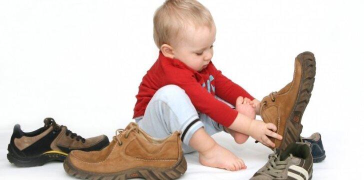 Ar reikia sveikam vaikui ortopedinių batukų?