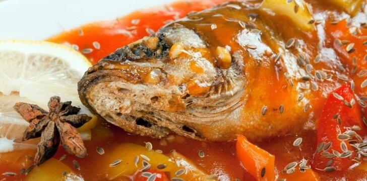 Karpis su daržovėmis pomidorų padaže