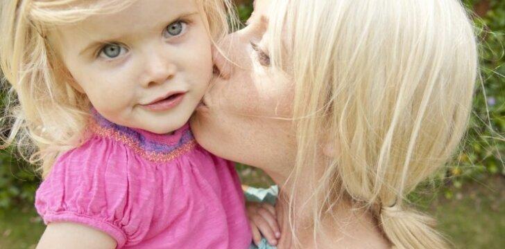 """<span style=""""color: #ff0000;"""">2 vaikų mama ATVIRAI:</span> motinystė man – kaip budizmas"""