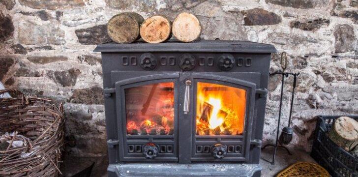 Klausia skaitytoja: kaip šildyti namą be vandentiekio?