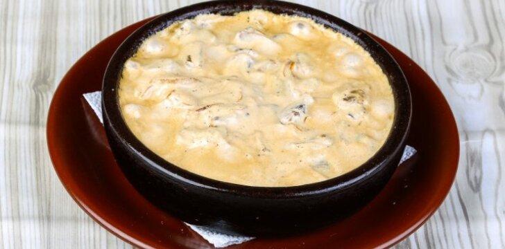 Vištienos troškinys su sūriu
