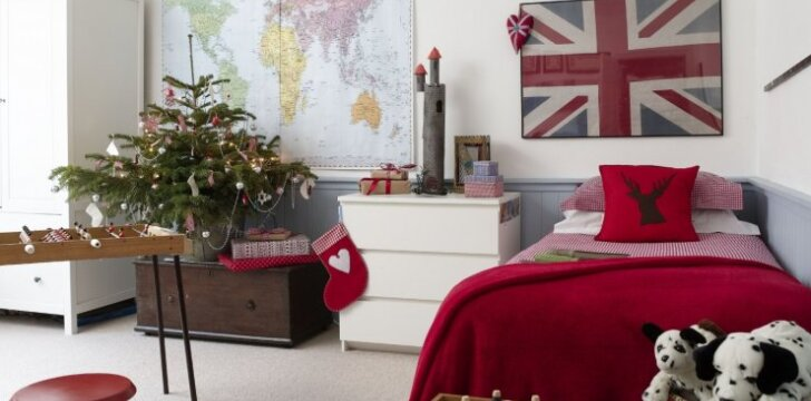 Angliško stiliaus namai, kurie spinduliuoja Kalėdų dvasia