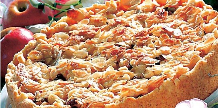 Obuolių pyragas su migdolais