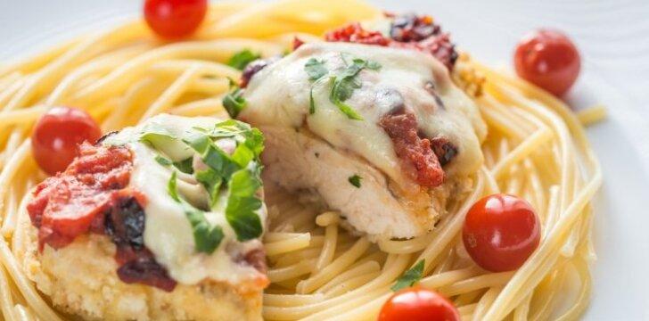 Vištienos kepsniai su mocarela ir džiovintais pomidorais