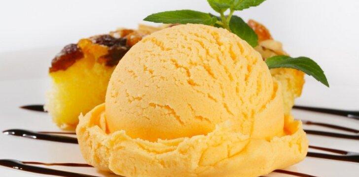 Persimonų ir ledų tortas