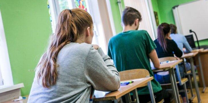 Psichologo patarimai, kaip suvaldyti jaudulį prieš egzaminus ir po jų
