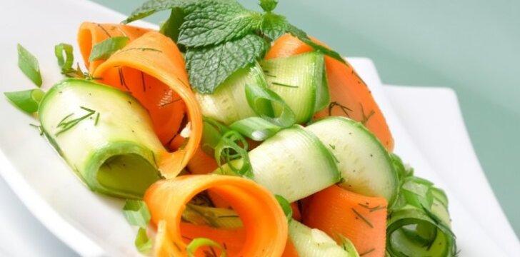 Gaivios morkų ir agurkų salotos
