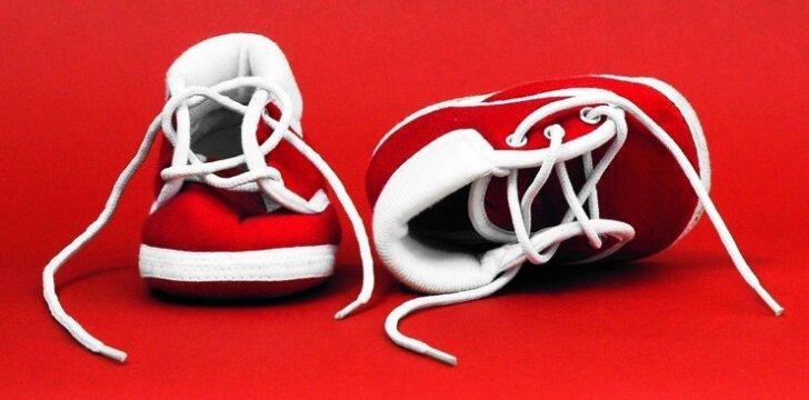 10 naudingų patarimų perkantiems batus vaikui