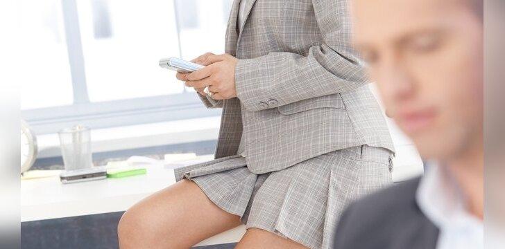 Darbe itin seksualios moterys vyrus blaško ir erzina.