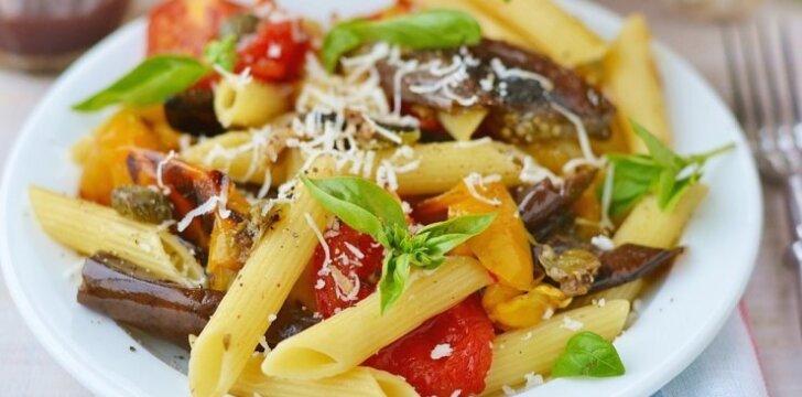 Makaronai su grietinėlės padažu ir keptomis daržovėmis