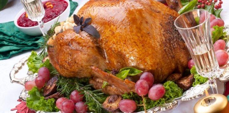 Įdarytas paukštis - dažnas lietuvio švenčių stalo patiekalas.