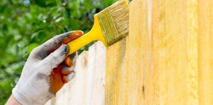 Ką turite žinoti, jei dažote medinę tvorą
