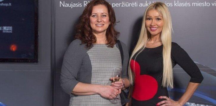 Diana Martinėlė (dešinėje) su drauge