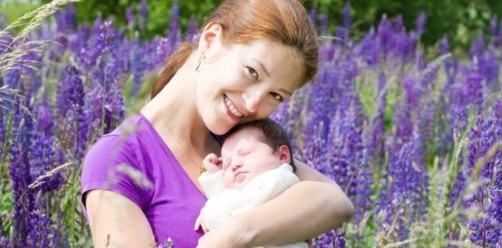 """<span style=""""color: #ff0000;"""">Būti mama Lietuvoje ir Švedijoje:</span> du skirtingi požiūriai į vaikų auginimą"""