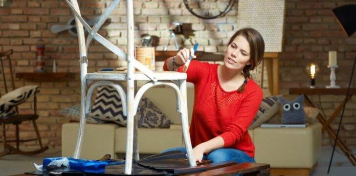 6 paprasti žingsniai, kaip nudažyti seną medinį baldą