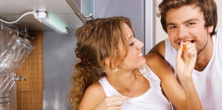 Įsimylėjusios moterys lieknėja greičiau nei vyrai. Jiems kaip tik padidėja apetitas.