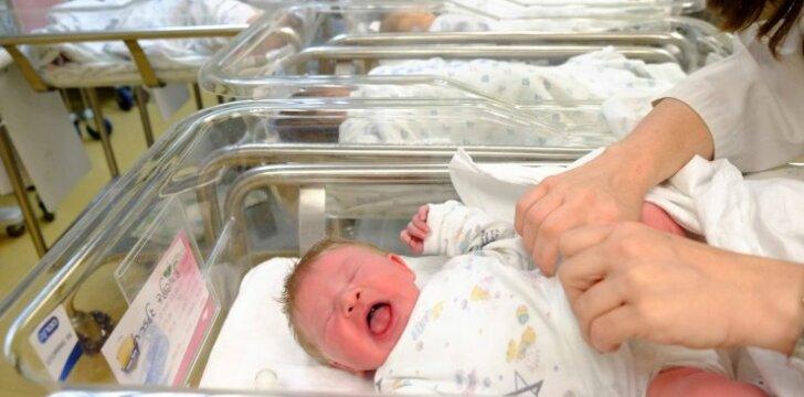 Pagimdė naujagimį, kurio kraujyje rastos 3 promilės alkoholio