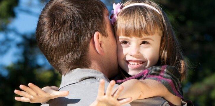 """KLAUSK. Kokiais atvejais po skyrybų vaikas gali likti gyventi <span style=""""color: #ff0000;"""">pas tėvą</span>?"""
