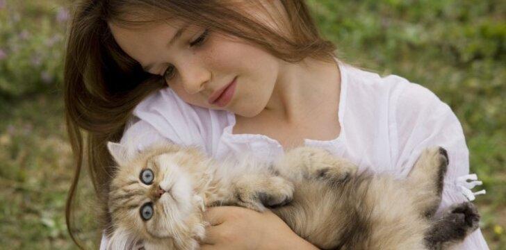 Kokią katę rinktis, jei namuose auga vaikas