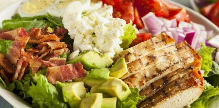 Sočios vištienos ir avokadų salotos