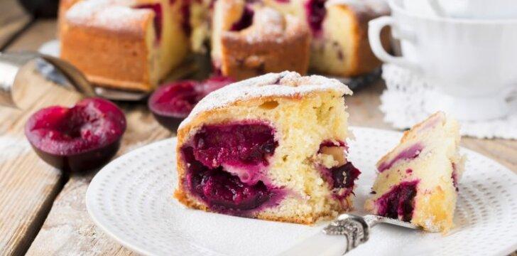 Greitas slyvų pyragas