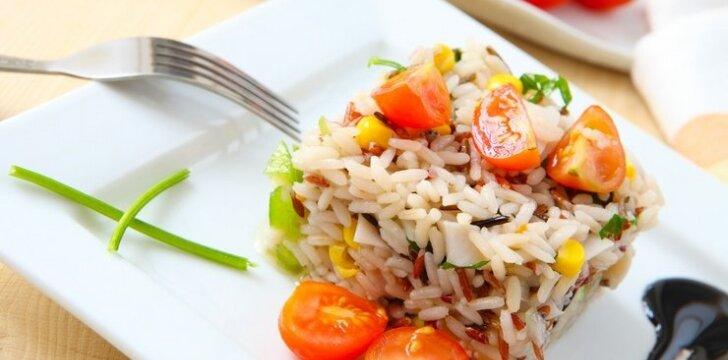 Kumpio salotos su ryžiais