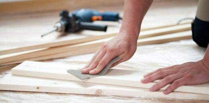 Švitrinis popierius: kaip jį naudoti ir šlifuoti medieną bei dažytas medžiagas