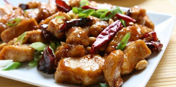 Kiniškai paruošta vištiena su žemės riešutais