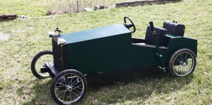 Darau pats: senovinio automobilio modelio įkvėpta elektrinė vaikiška mašina