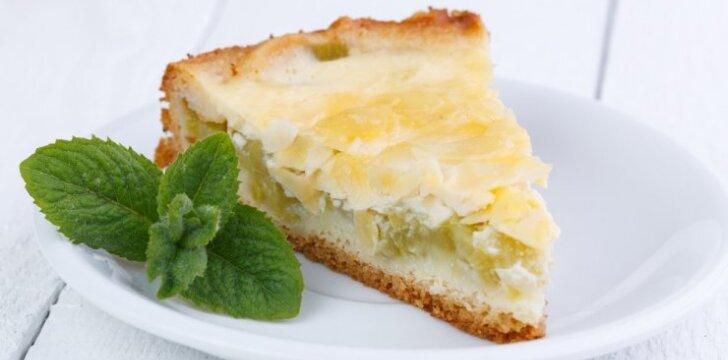 KAIP VAIKYSTĖJE: sūrio pyragas su rabarbarais