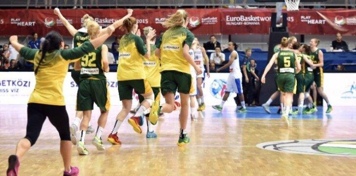 Lietuvos moterų krepšinio rinktinė džiaugiasi pergale