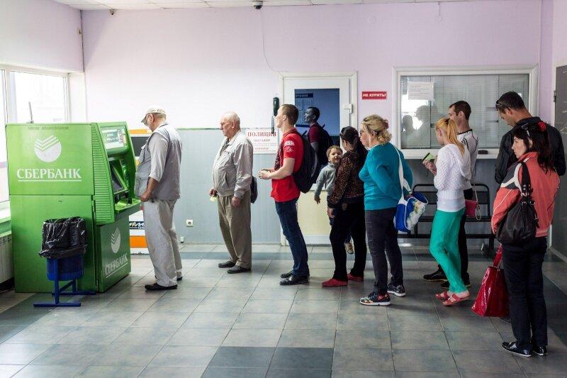 Обычная услуга стала роскошью, или долгая дорога к банкомату