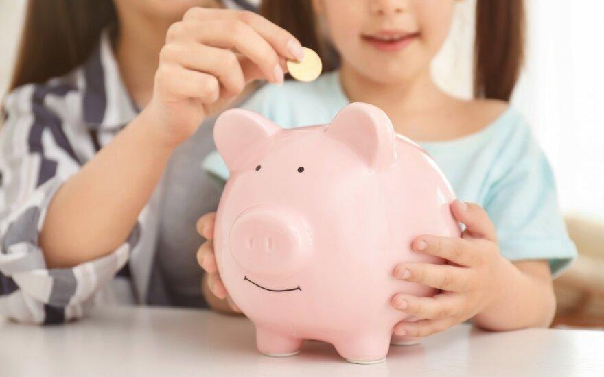 Ekspertė pataria: nuo kada vaikams aiškinti apie pinigus ir kiek kišenpinigių duoti