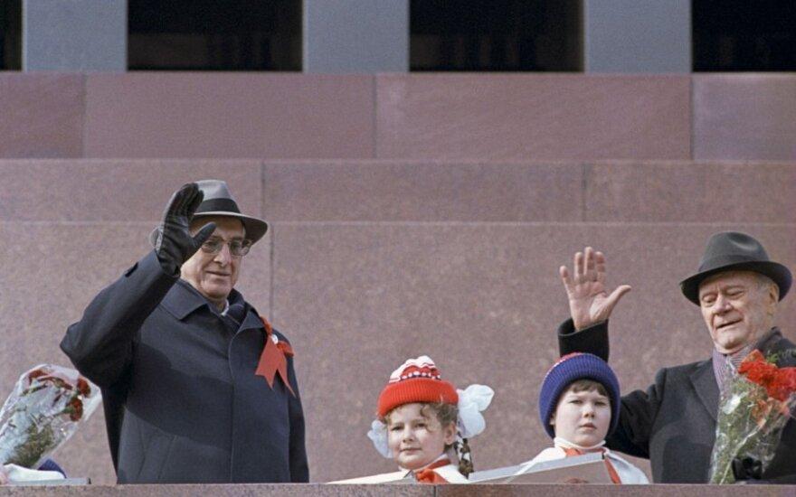 Buvusio sovietų lyderio metinės Rusijoje žadina nostalgiją griežtam valdymui