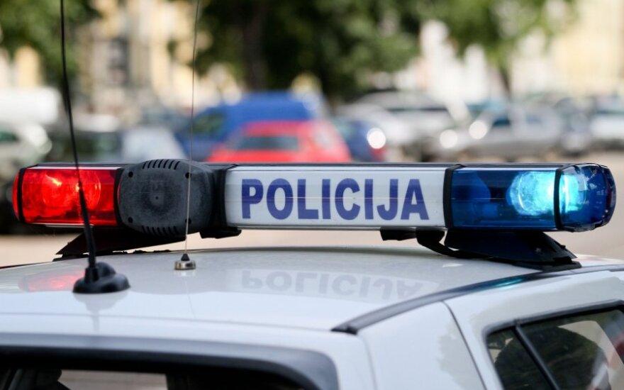 Vilniuje nėščią moterį vežęs vyras, neturintis teisės vairuoti, pateko į avariją