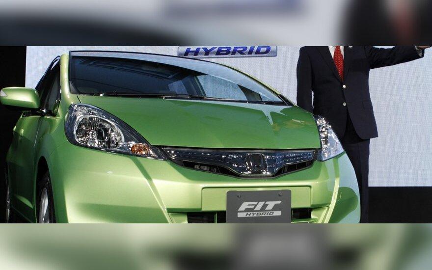 """""""Honda"""" visame pasaulyje atšauks apie 700 tūkst. """"Fit"""" ir """"City"""" automobilių"""