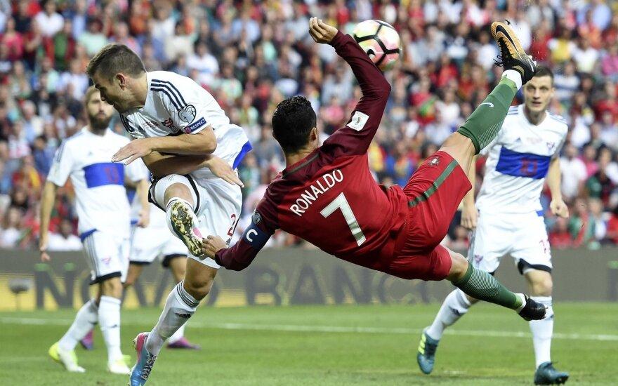 """Pasaulio futbolo čempionato atranka: C. Ronaldo atliko """"hat-tricką"""", prancūzai sumalė olandus"""